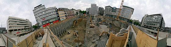 Schräger Blick in die Baugrube