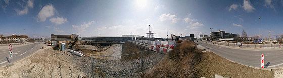 Vor der Baugrube am P5