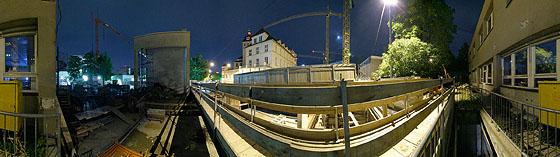Neben der provisorischen Brücke