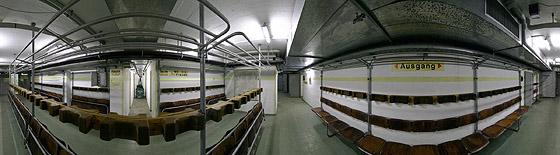 Die Sitzreihen im Eingangsbereich