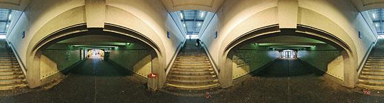 Treppen zum Bahnsteig 2-3