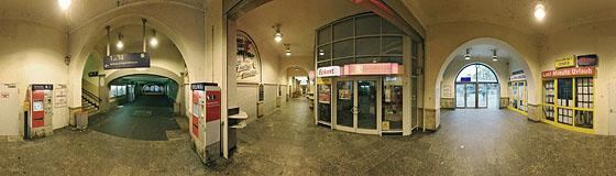 Eingangsbereich Bahnhof Feuerbach
